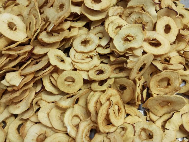 sušená jablka hromádka